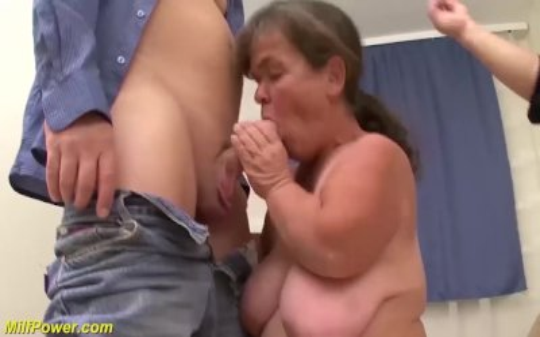 midget couple in a threesome fuck orgy